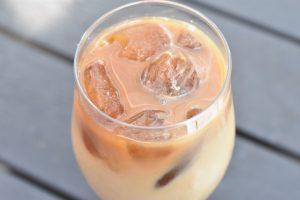 Iskaffe med kaffeisterninger - nem og billig