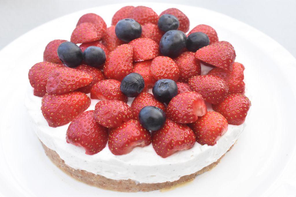 Cheesecake med kiksebund - nem opskrift