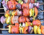 Grøntsagsspyd på grill -  vegetar grillspyd