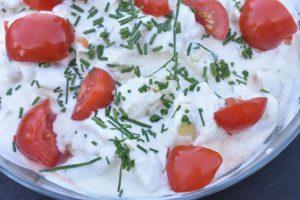 Hjemmelavet kartoffelsalat med ymer & ravigottesauce - nem