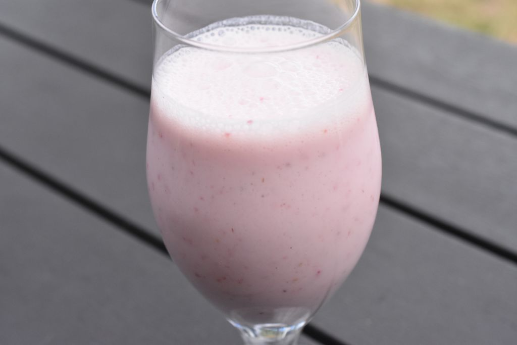 Jordbær smoothie - nem opskrift med yoghurt