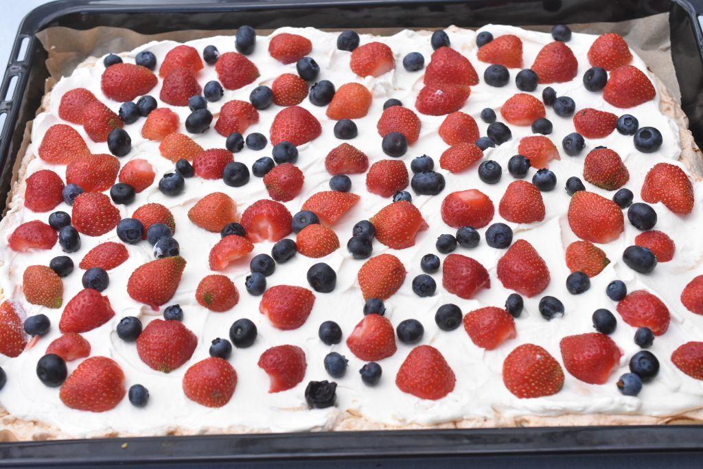 Amerikansk lagkage med frugt - i bradepande