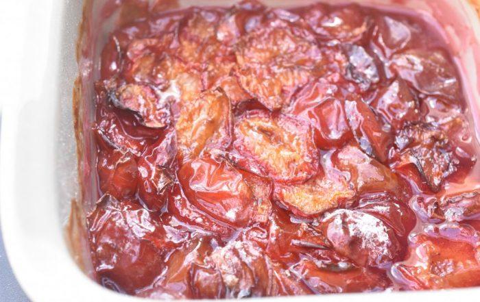 Bagte blommer med vanilje - nem opskrift
