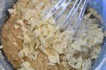 Blondie kage med hvid chokolade og blåbær