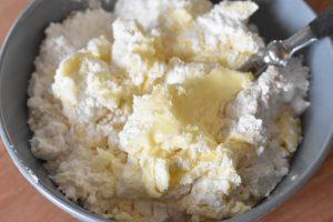 Smørcreme - opskrift på frosting med vanilje